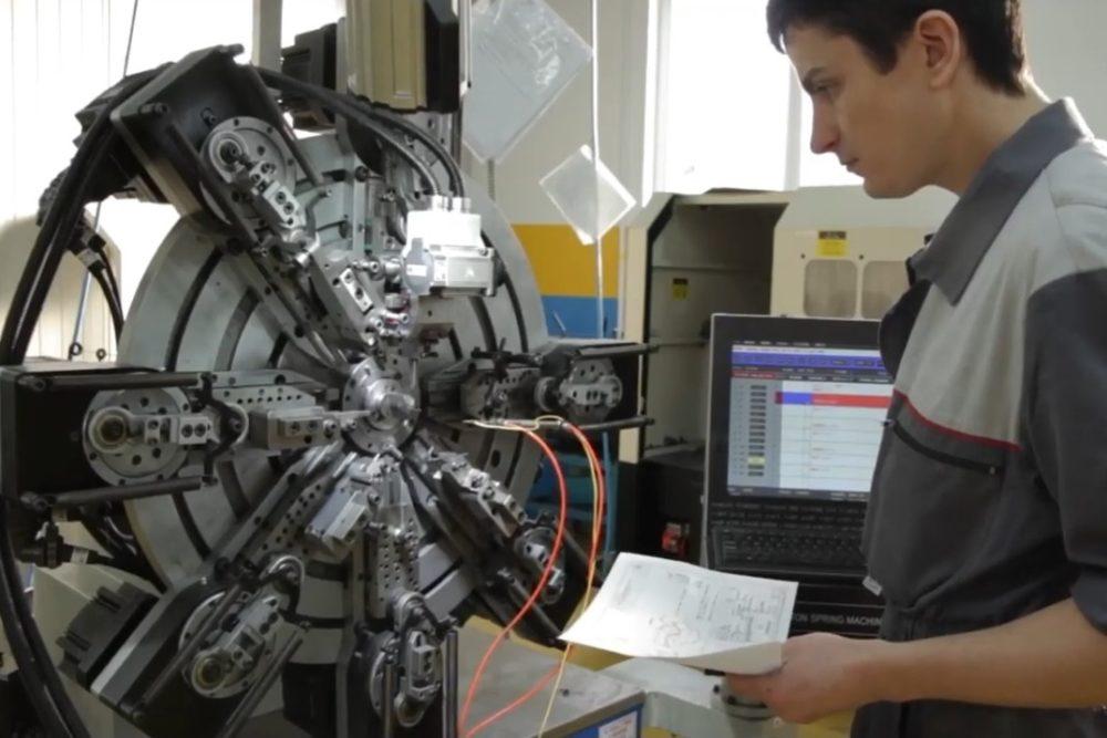 nastavljalec CNC strojev za vzmeti